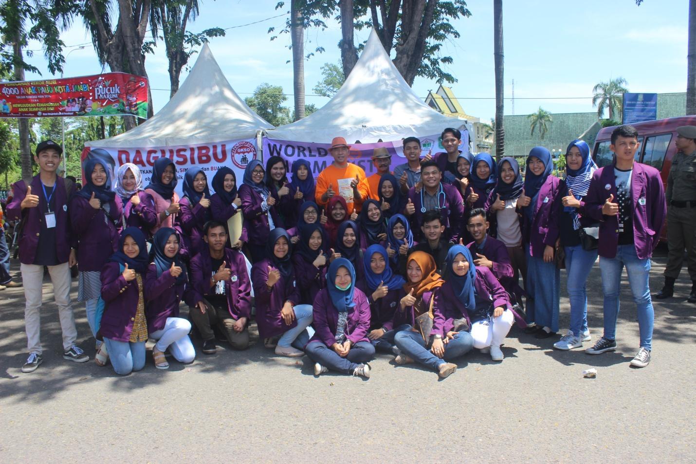 ( bersama Bapak Walikota dan Wakil Walikota Jambi, kami menyerukan Stop Obat Palsu ! Ayo Cerdas dan Bijak menggunakan obat menuju Indonesia Sehat !)
