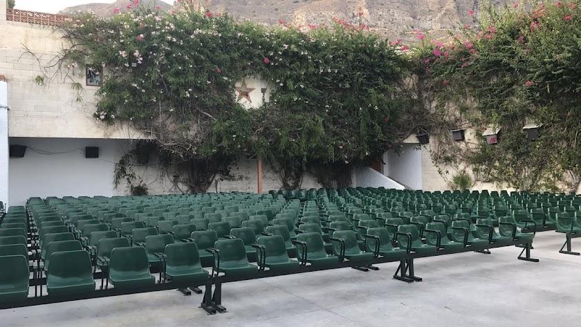Instalaciones de los cines de verano en Aguadulce.