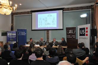 Photo: zleva: Roman Bradáč, novinář, bývalý ředitel zpravodajství ČT a kandidát na ředitele ČT; Milan Šmíd, vysokoškolský pedagog (FSV UK); Karel Hvížďala, novinář a esejista; David Smoljak, moderátor konference