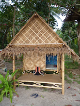 Photo: Ko Jum - Andaman beach, Bo Daeng accommodation, my bamboo hut right on the beach (100B at 26th december, only light bulb inside and mattress at floor with mosquito net), oh and ants of course, how could I forget them :-)