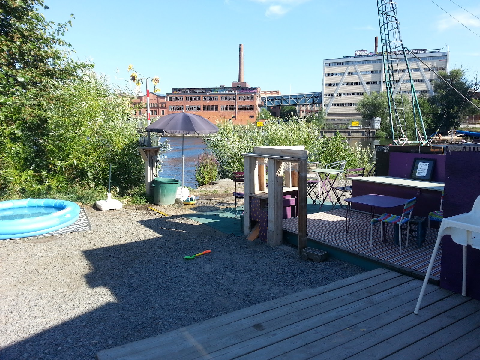 Image shows the children's area next to the café. There is a table and chairs, a small pool and some toys.
