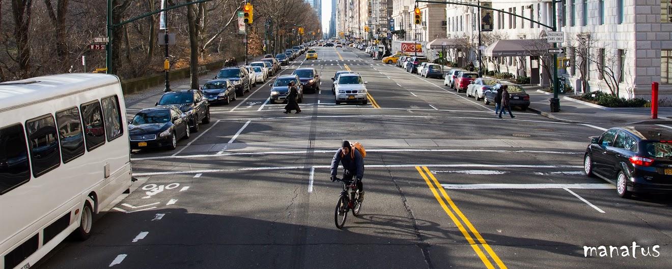 ciclista por las calles de nueva york