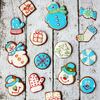 Crispy Christmas Gingersnap Cookies