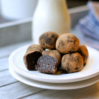 Raw Brownie Bites (Vegan, Paleo).