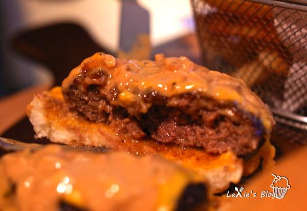 夢想38美式餐廳運動酒吧,服務棒餐點好吃,超推漢堡與辣肉醬!!!中山國小捷運菜單menu