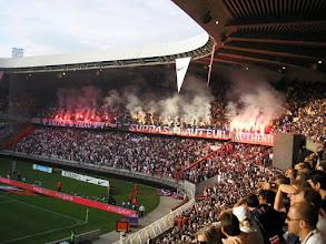Photo: Fraaie gezamenlijke tifo-actie van de Ultras.