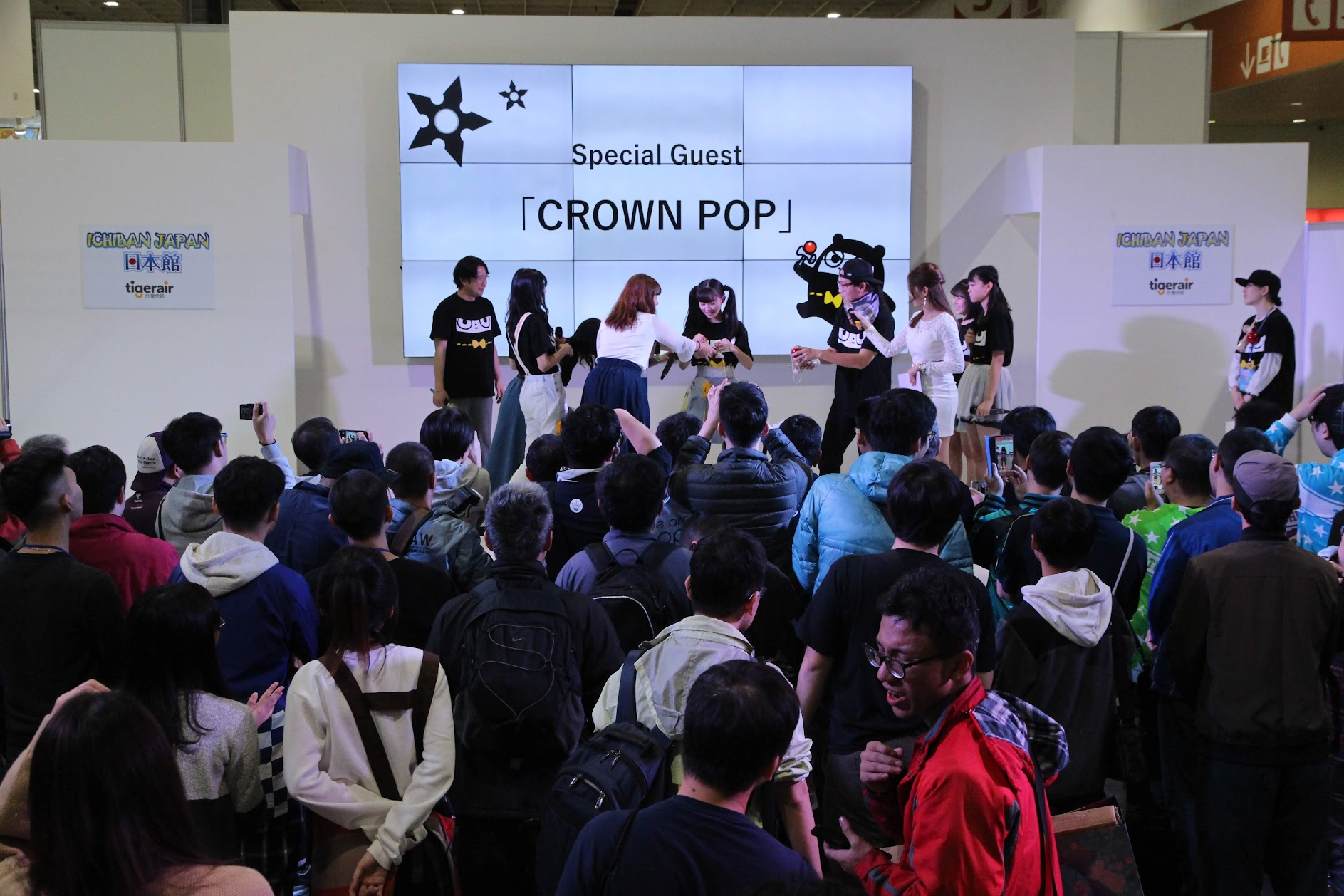 「忍者熊」劍玉高手和「CROWN POP」的合作舞台