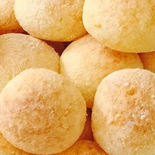 Brazilian Cheese Bread (Pao de Queijo)