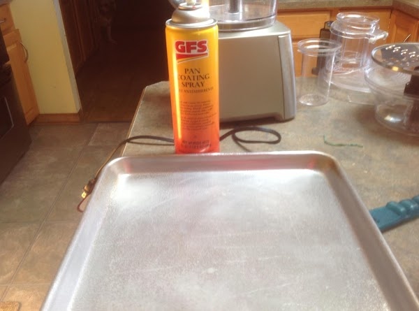 Lightly spray a jelly roll size pan,baking sheet or 2  cast iron skillets...