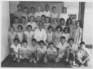 Photo: 6e klas van de Nassauschool. Jaap is staand 1e van links tweede rij van achter