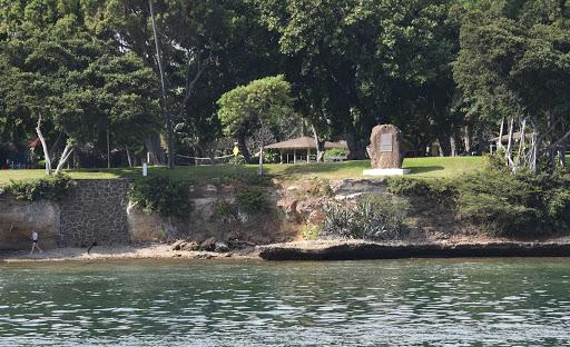 pearl-harbor4.jpg - Pearl Harbor Naval Base Housing Island.