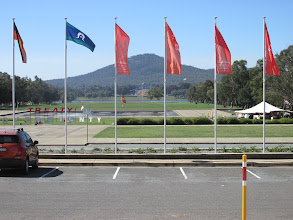 Photo: War memorial in distance ; from Old Parliament house