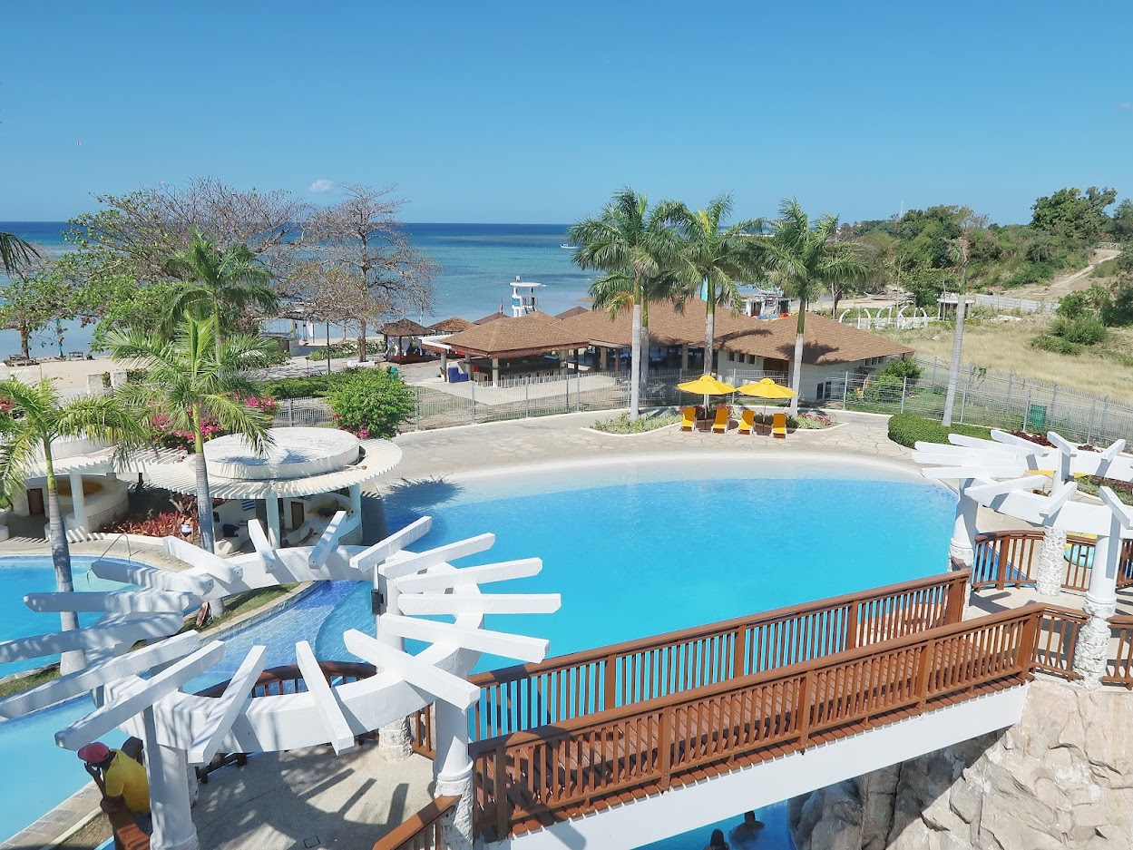 Aquaria Water Park Beach and Pool Getaway in Batangas 02