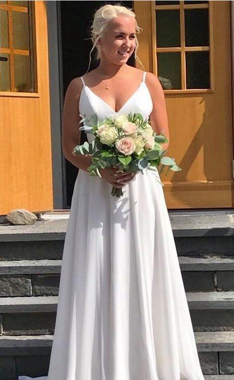 Enkel brudklänning med smala axelband