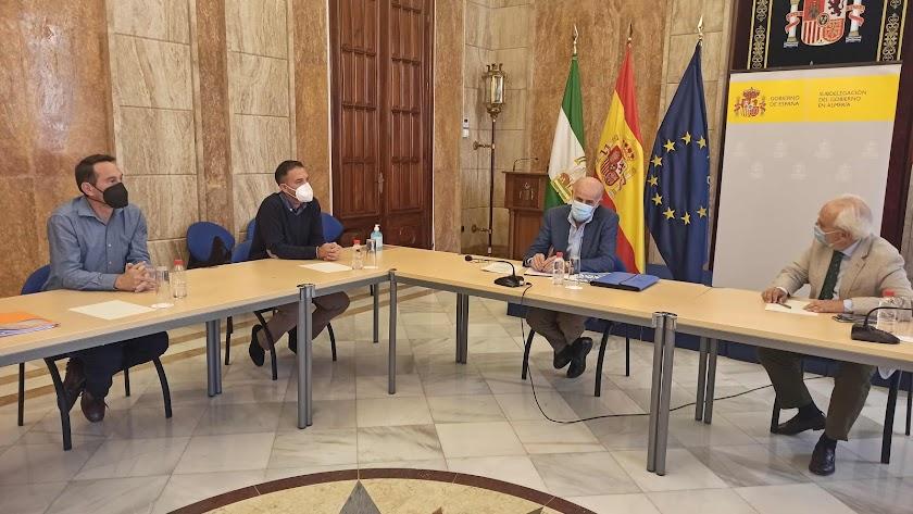 Reunión mantenida entre el subdelegado y el alcalde de Antas.