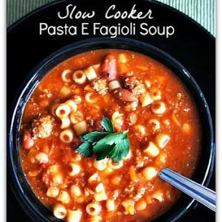 Slow Cooker Copycat Olive Garden Pasta e Fagioli Soup.