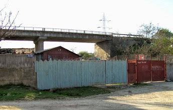 Photo: 2010.04.25 -  Pod peste Paraul Sandulesti, vazut de pe Str. Cheii