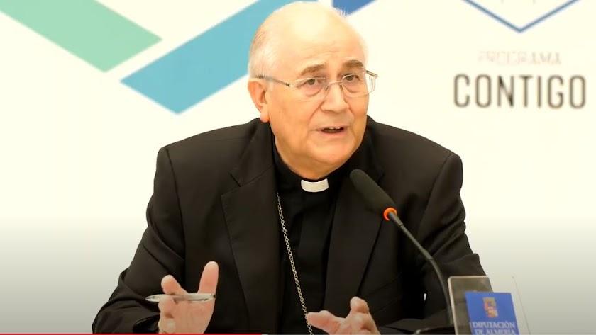 El obispo, esta mañana, en Diputación.
