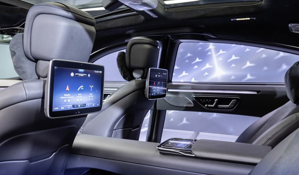 Mercedes shows the high-tech interior of new S-Class - DispatchLIVE