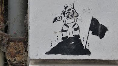 """Photo: Stencil; HNK; """"Mann im Mond"""""""
