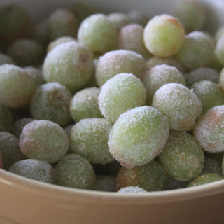 Healthy Summer Snack – Glittery Sour Patch Grapes
