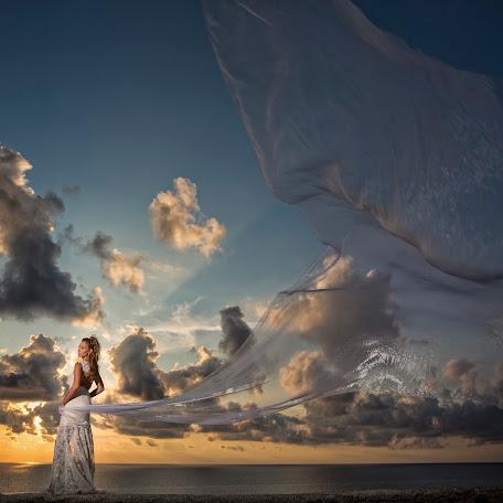 Wedding photographer Vasilis Loukatos (loukatos). Photo of 25.10.2017