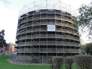 Photo: Ook vorig jaar stond deze toren in de steigers.
