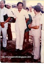 Photo: Drs. Baharuddin Tjenreng (tengah), Sekretaris Kotamadya Kepala Daerah Tingkat II Ujung Pandang, periode 1978-1983.