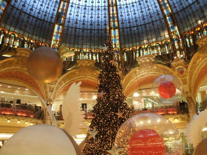 Natale al centro commerciale di Sakti