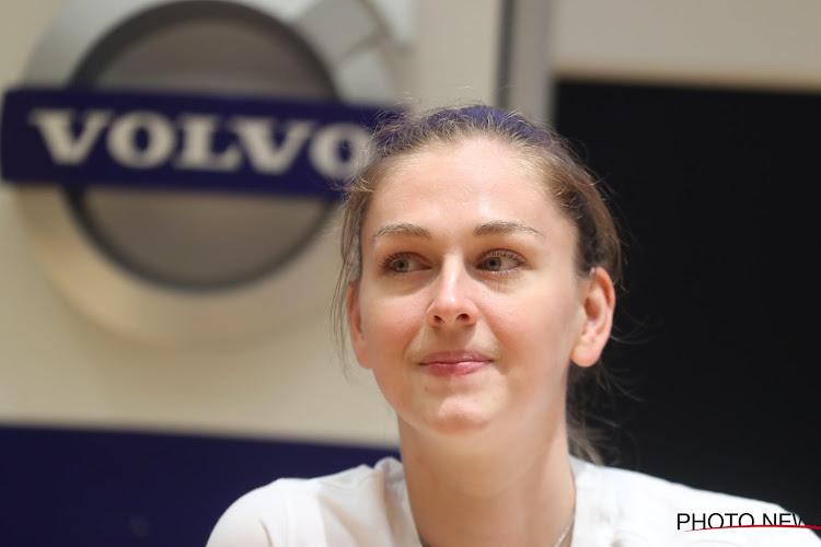 📷 Hoogtepunt in carrière van Emma Meesseman: Ze heeft juweel met 120 diamanten in ontvangst mogen nemen
