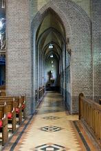 Photo: Een van de zijpaden van de kerk met prachtige bogen.  One of the aisles of the church with the beautiful arches.