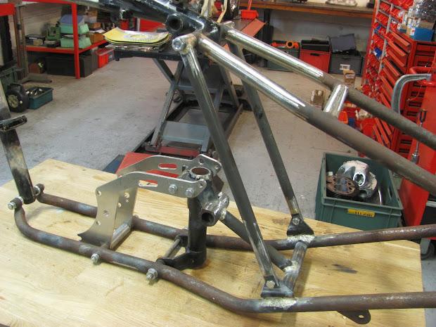 Pré-Unit Triumph frame modified for the blower.