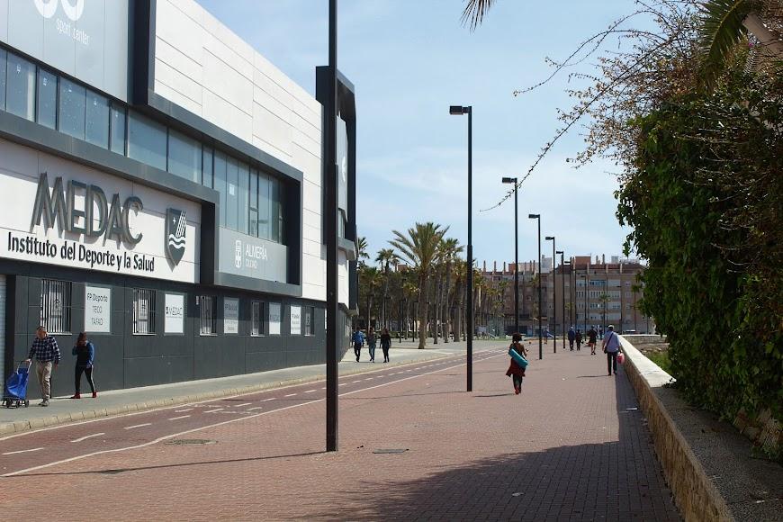 Paseo Marítimo a la espalda del Ego Sport Center.