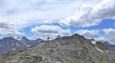 Photo: Walking the arrete on the way to Otokami Mountain