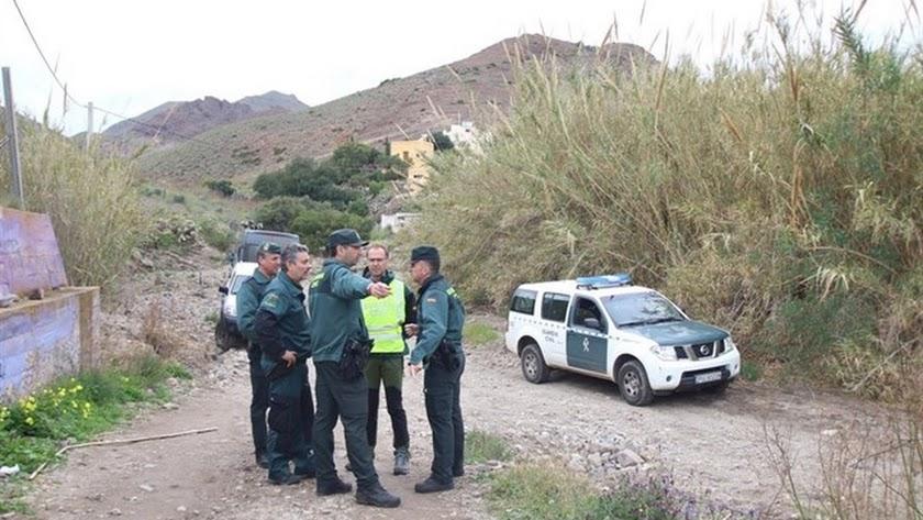 Agentes de la Guardia Civil durante la búsqueda de Gabriel.