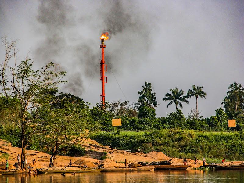 Confronto fra Sostentamento, Natura e Sviluppo Industriale di Patribi