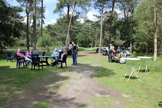 Photo: heerlijk in het zonnetje in het bos....goed plekje voor een picknick