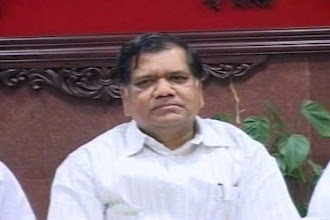 Photo: Karnataka: Jagdish Shettar announces Cabinet portfolios http://t.in.com/ep6F