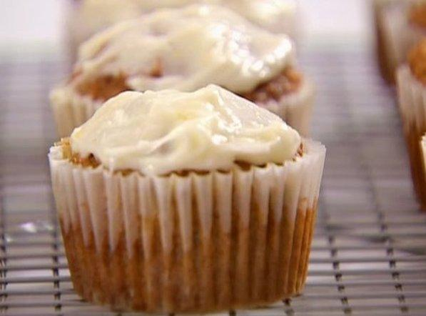 Moist & Tender Carrot Cake Cuppies Recipe