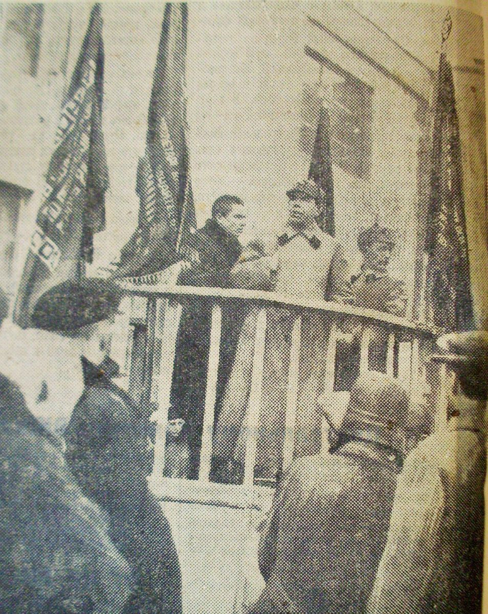 Директор Каляєв виступає на заводському мітингу. Січень 1935-го
