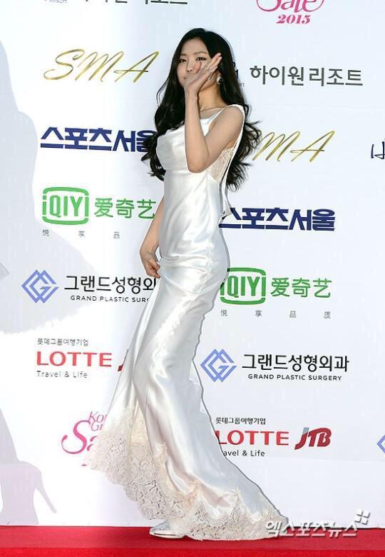 naeun gown 27