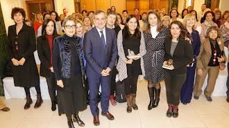 Foto familia de todos los representantes y asistentes en Hotel Torreluz