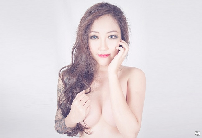 Blogger Effynius plastic surgery breast augmentation