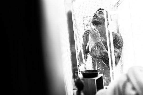 the man in he shower di AdrianoPerelli
