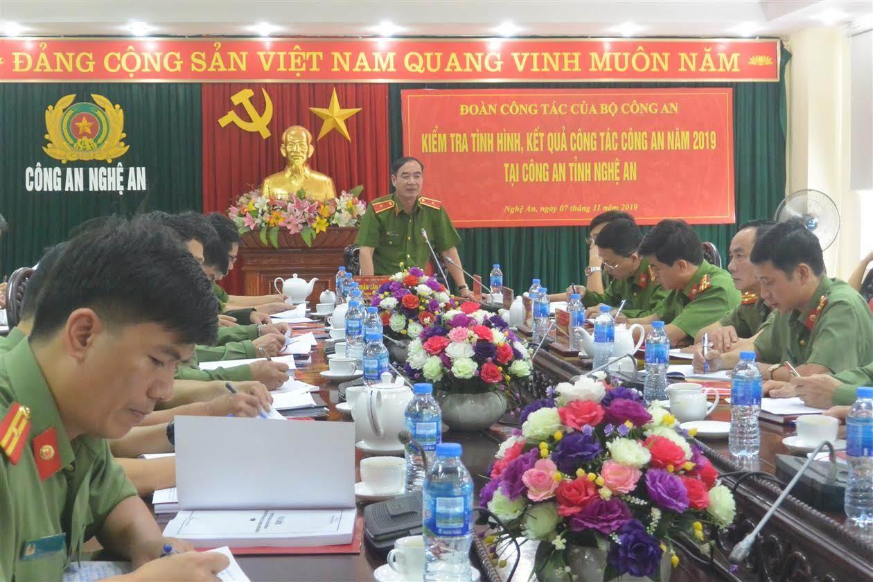 Đồng chí Thiếu tướng Trần Văn Doanh, Phó cục trưởng Cục CSPCMT chủ trì buổi kiểm tra