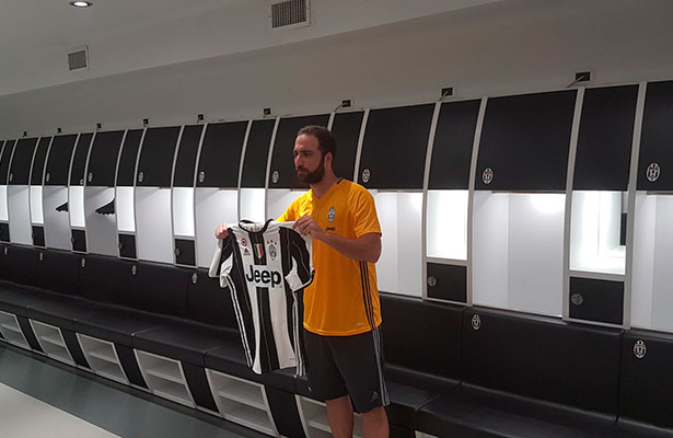 Gonzalo Higuaín fue presentado con la Juventus