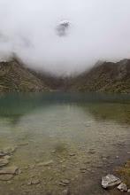 Photo: Nieve y laguna entre nieblas Mollepata - Machupichu Semana Santa 2015