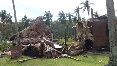 Photo: En del af resortet ødelagt - vi slap uden skader, vores hytte holdt, men kunne ikke holde de 200 mm regn helt ude