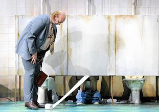 Photo: WIEN/ BURGTHEATER: DER REVISOR von Nikolaj Gogol. Premiere am 4.9.2015. Inszenierung: Alvis Hermanis. Michael Maertens. Copyright: Barbara Zeininger
