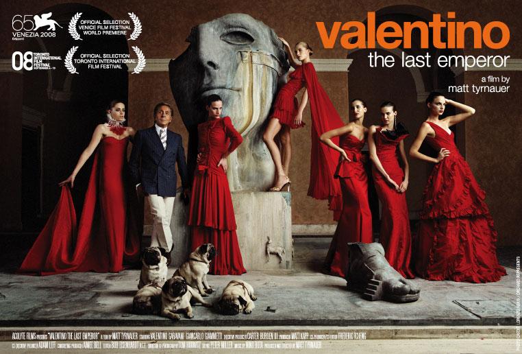 Photo: Mr. Valentino Garavani loves the ladies. Long live Valentino.